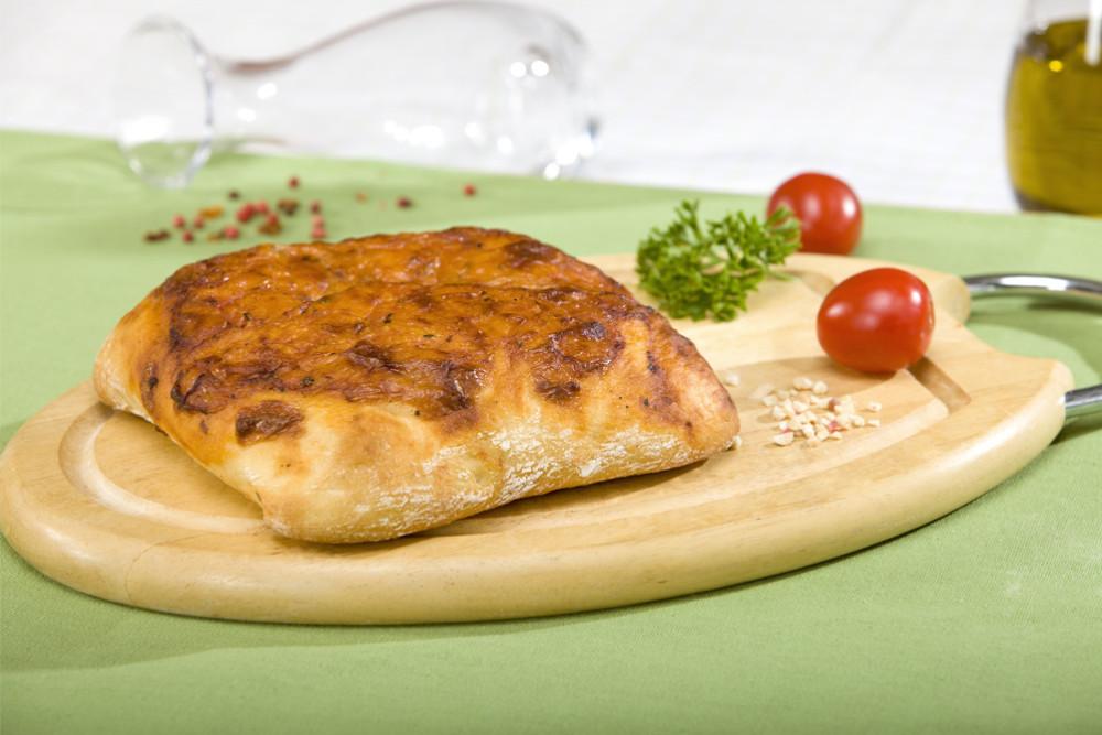 Фокаччо с томатом и сыром