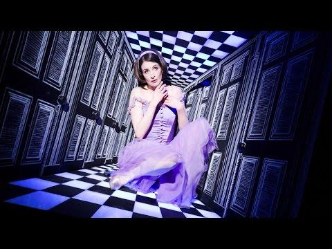 """Кадр из балета """"Алиса в Стране Чудес""""."""