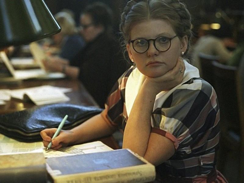 Должна была быть умная, на все способная ради своей цели успешная женщина (по книге), а вышла в итоге...