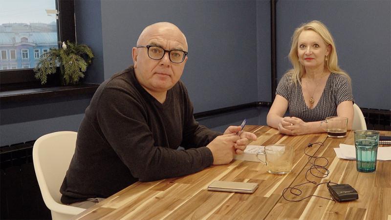 Павел Лобков и Карин Бойс, съемка во время интервью
