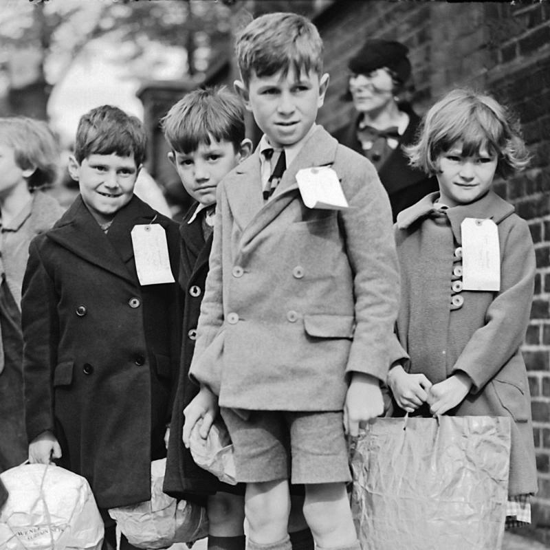 Эвакуированные дети во время Второй мировой войны. Фото: dkfindout.com/us/history/world-war-ii/evacuated-children/