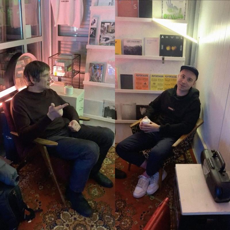 Журналист Даниил Туровский и актер Владислав Копп встретились в арт-пространстве «Угол» / Инстаграм Bookmate