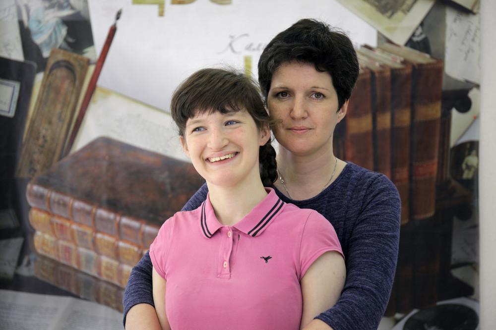 Елена Кочева с дочерью Наташей; Фото из личного архива