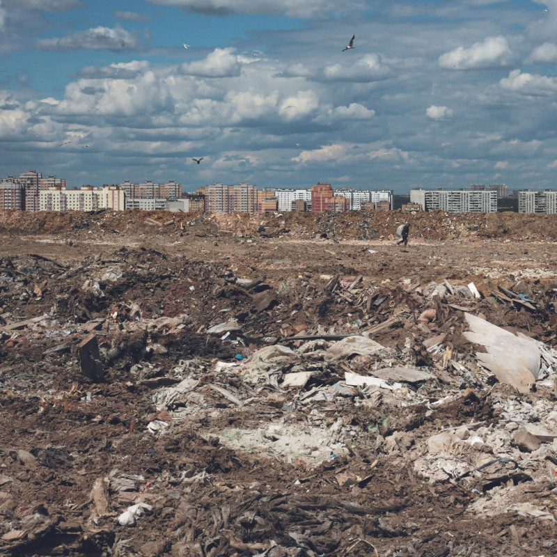Фото из книги «Страна отходов». Свалка «Кучино» в Балашихе, фотограф Катя Балабан