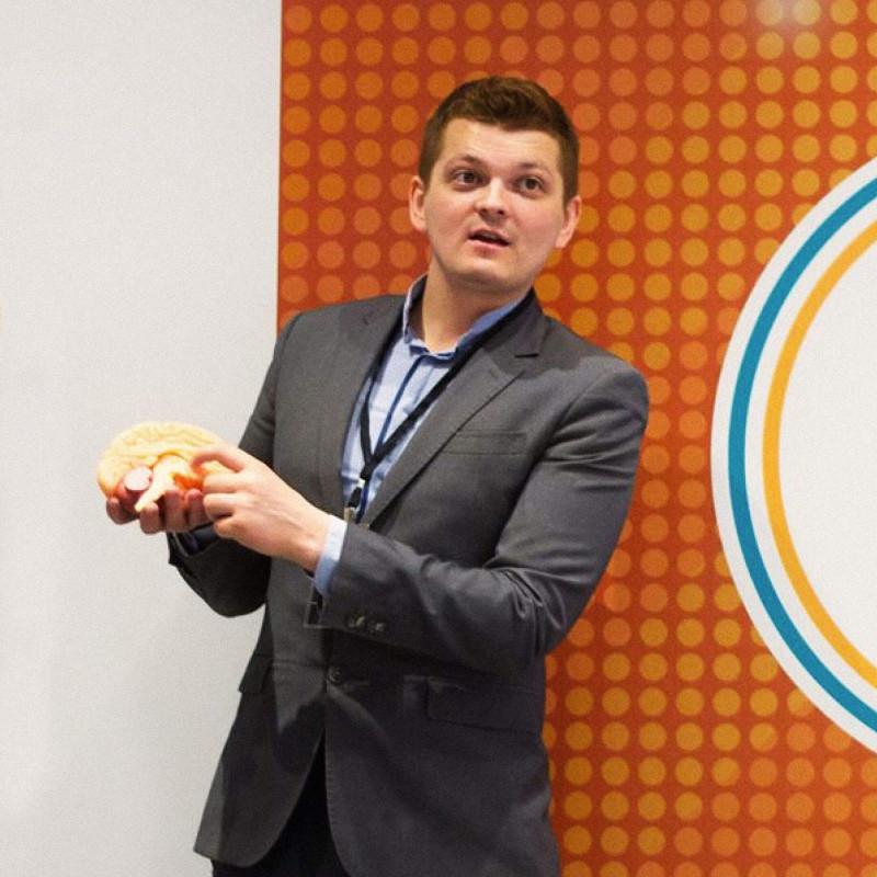 Илья Мартынов выступает на мероприятии Музея Мозга. Фото: личный архив