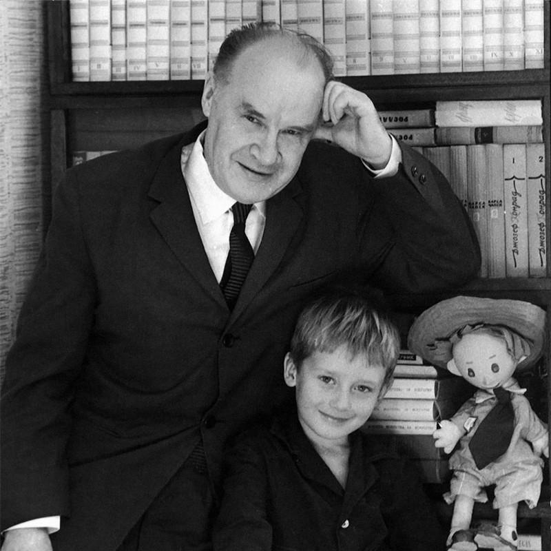 Николай Носов с внуком Игорем. Фото из семейного архива. Источник: rewizor.ru