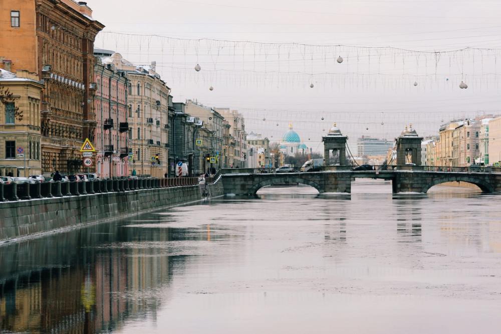 Город на Неве соединил влюбленных. Фото: Michael Parulava / Unsplash