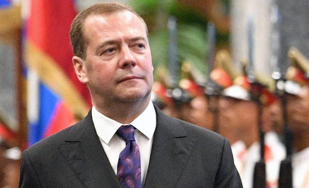Статья Дмитрия Медведева будет отлита в граните на его политической могиле