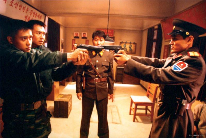 """(кадр из корейской картины """"Объединенная зона безопасности"""")"""