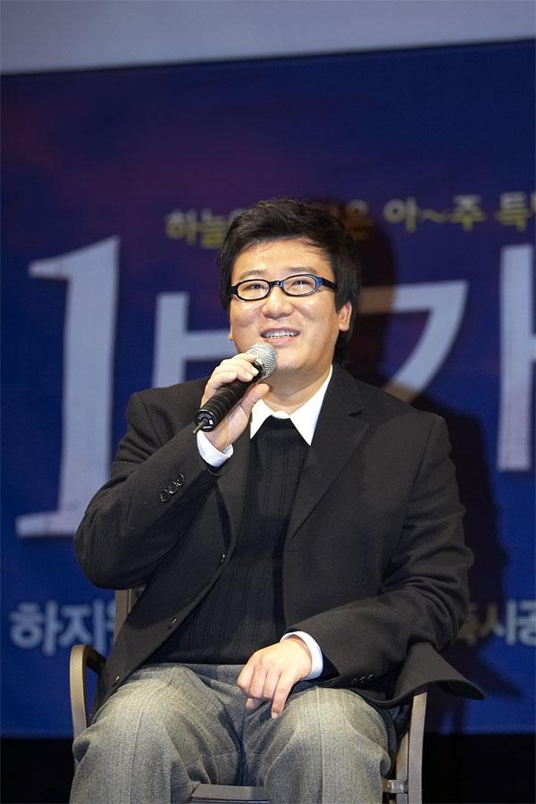 (на фото режиссер Юн Джэ Гюн)