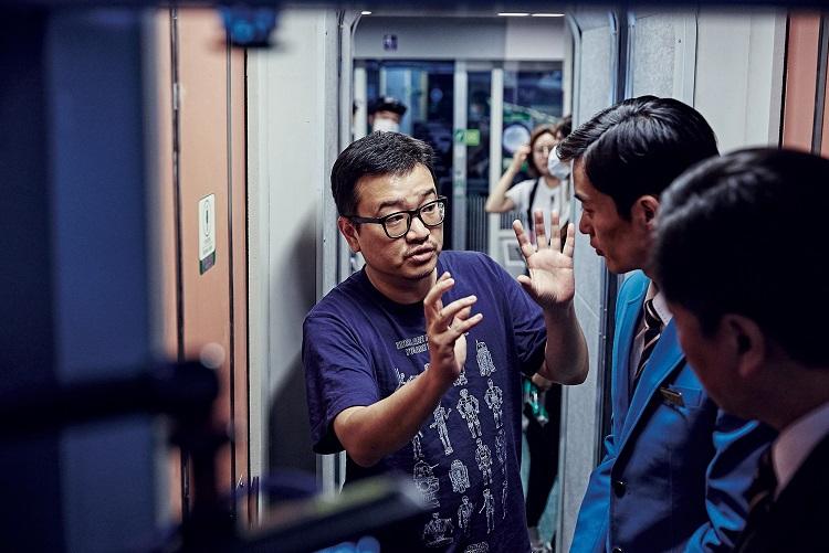 "(на фото режиссер Ён Сан Хо на съемках ""Телекинеза"")"