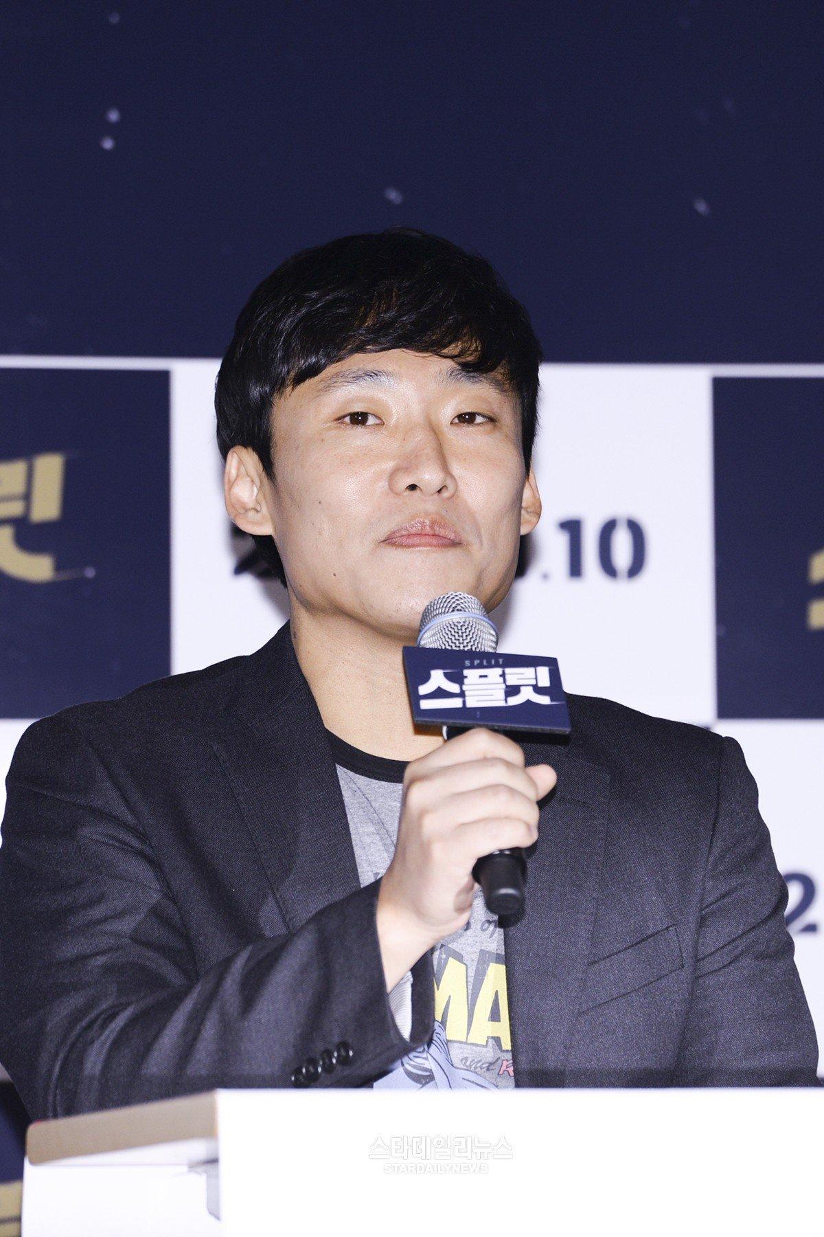 (на фото режиссер Чхве Гук Хи)