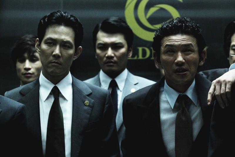 (на фото актеры Ли Джон Джэ и Хван Джон Мин)