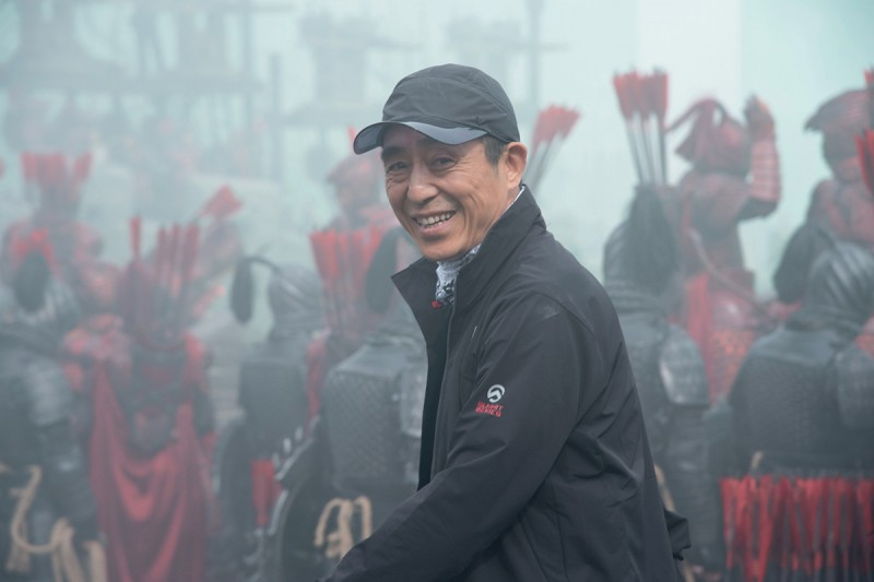 Чжан Имоу на съёмках «Великой стены».