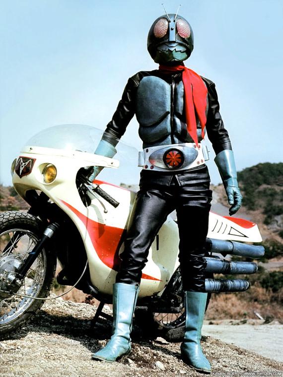 Камен Райдер и его мотоцикл в 70-х