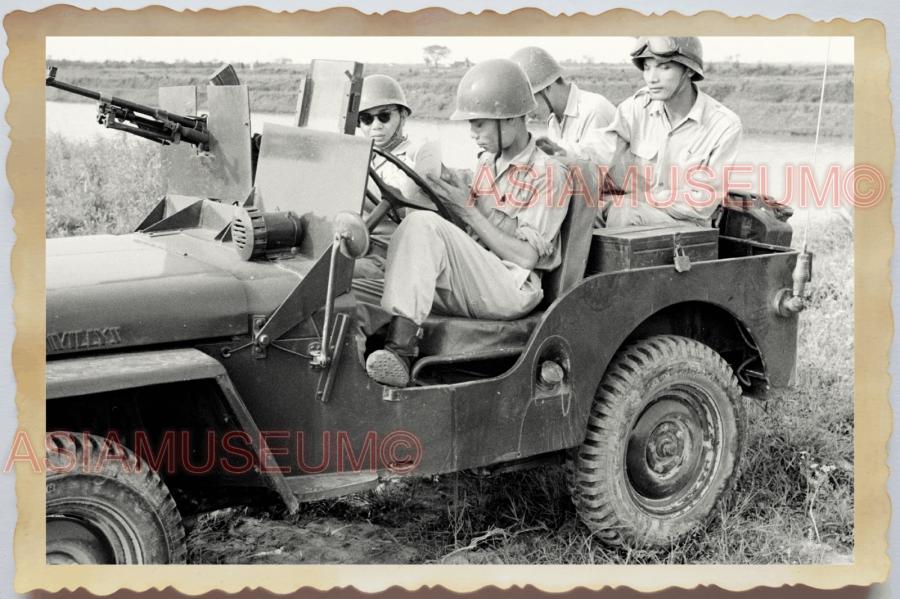 40s WW2 Vietnam FRENCH SOLDIER ARMY JEEP ARMORED MACHINE GUN Vintage Photo 27682.png
