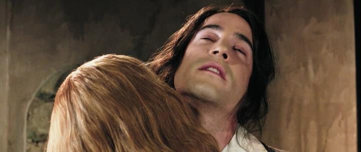 Dracula.2012.P.HDRip.1.46Gb.avi_snapshot_00.33.19_[2014.03.17_00.12.30]