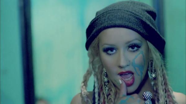 Christina Aguilera - Your Body.mp4_snapshot_02.54_[2012.12.29_15.59.57]