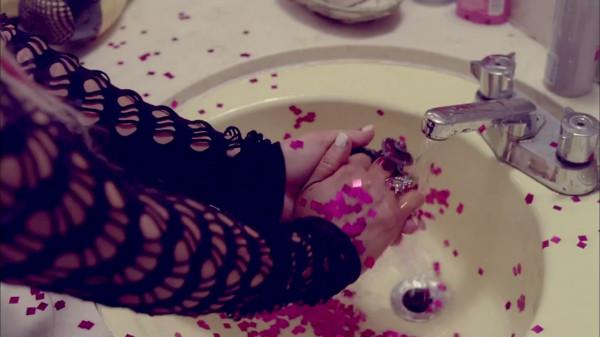 Christina Aguilera - Your Body.mp4_snapshot_04.12_[2012.12.29_16.02.13]