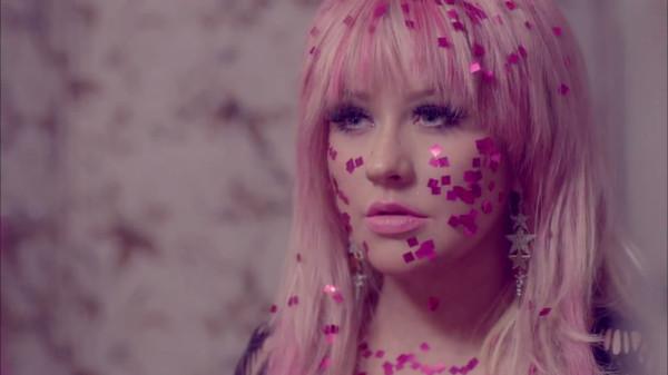 Christina Aguilera - Your Body.mp4_snapshot_04.15_[2012.12.29_16.01.35]