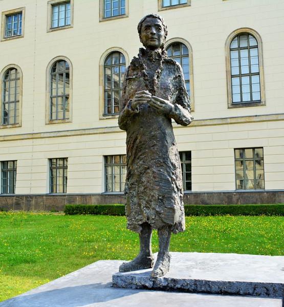 Lise_Meitner_Denkmal_Unter_den_Linden_Berlin_(3)