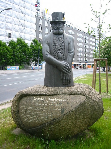 Berlin_-_memorial_for_Gustav_Hartmann_1