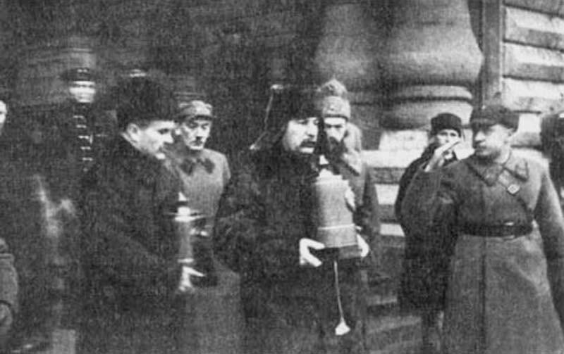 Сталин_и_Молотов_на_похоронах_экипажа_Осавиахим-1