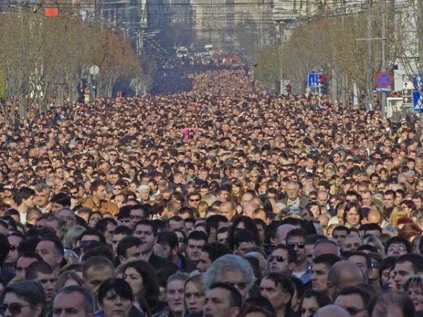 Навальный толпа