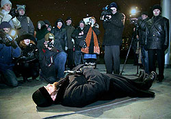 20060314200311_7-moiseev_protest2