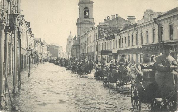 Наводнение 1908 г. Пятницкая. Вдали слева