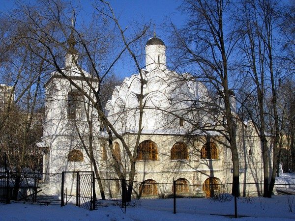 800px-Church_of_the_Protection_of_the_Theotokos_in_Rubtsovo_11