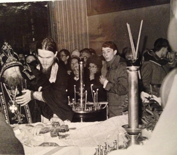 Отпевание иоанна в Троицком соборе Ал-невской лавры. 1995