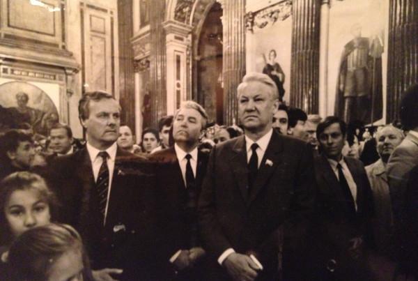 Предс ВС РСФСР Ельцин и мэр Собчак на бьгослужении в Исаакиевском соборе 1990