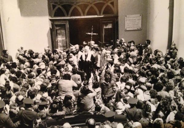 Первый выход патриарха Алексия к народу. 1990
