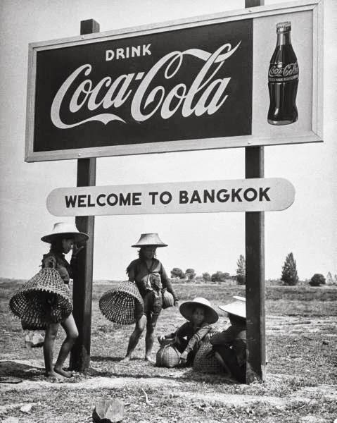 Тайская реклама 70-х: ром с колой, и конечно, девушки