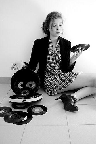 Фемины кружат диски