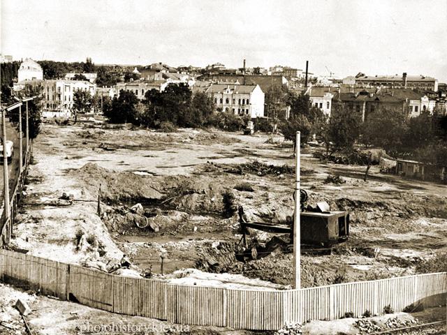 Здания универмага украина