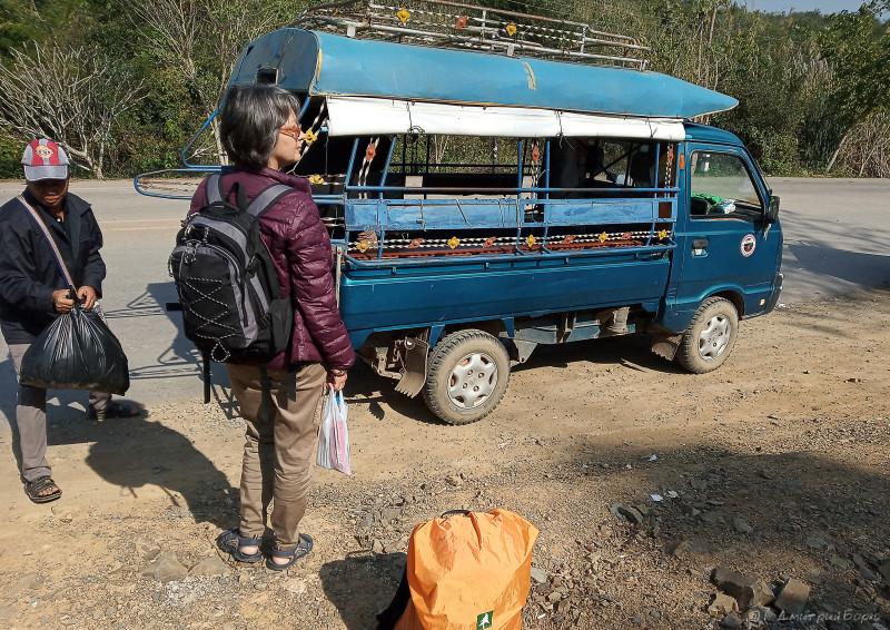 Тук-тук на лаосской стороне от границы до автовокзала Muang Ngeun