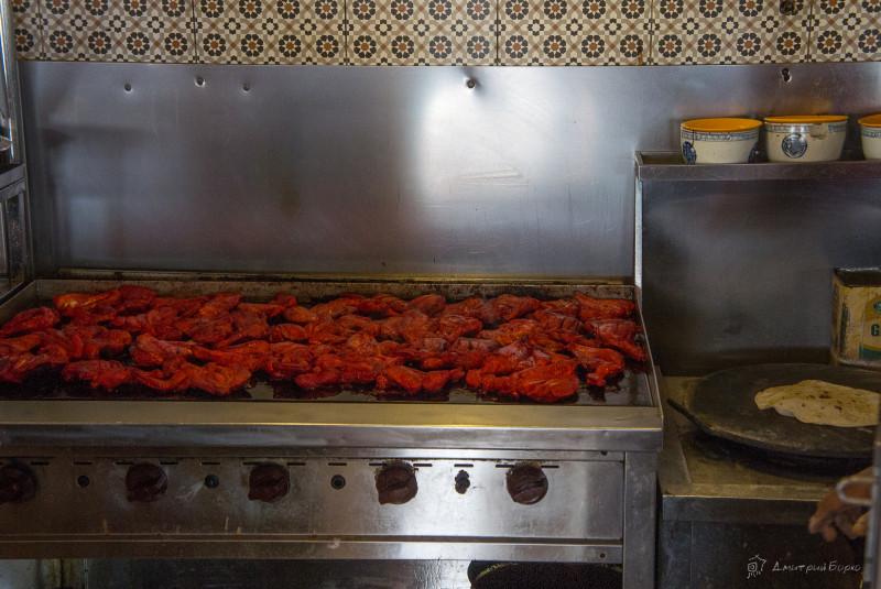 Курица тандури (на жаровне просто разогревают)