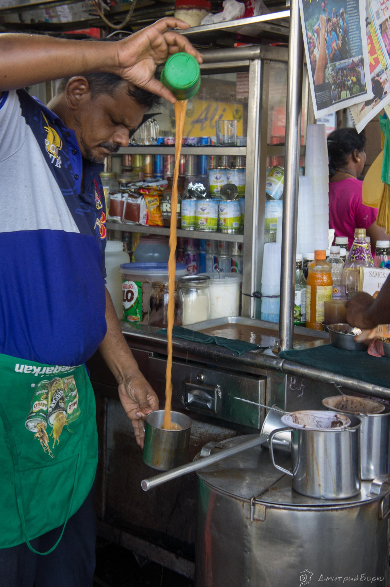 """Приготовление """"Тех тарик"""" - крепкий сладкий чай с молоком, это уже мое любимое, знакомое и по югу Таиланда."""