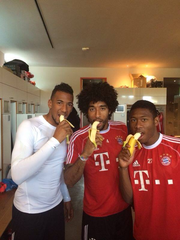 три футболиста