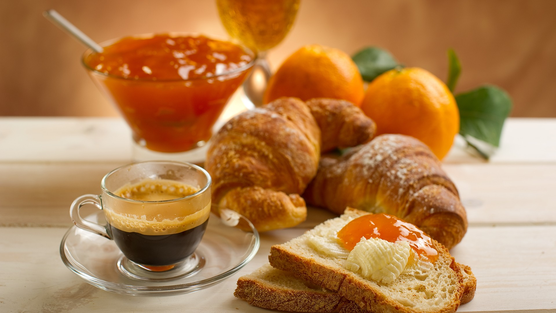 sandwiches-with-apricot-jam-and-coffee