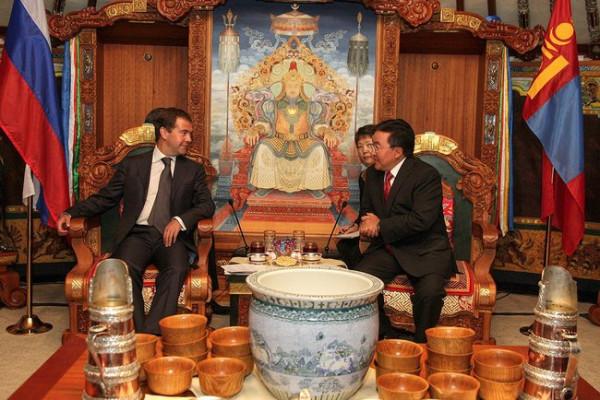 Dmitry_Medvedev_in_Mongolia_August_2009-9