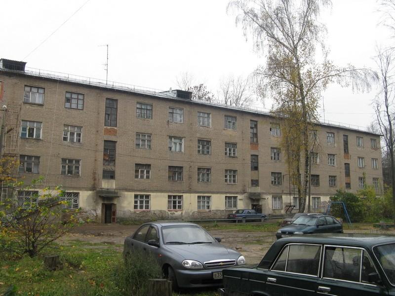 Первомайская 17А - единственный большой довоенный дом в округе.