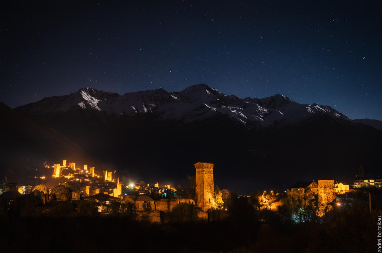 Местия ночью, Верхняя Сванетия, Грузия
