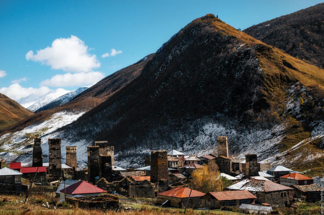 Деревня Чажаши у подножия Верхнего Чажашского замка, община Ушгули