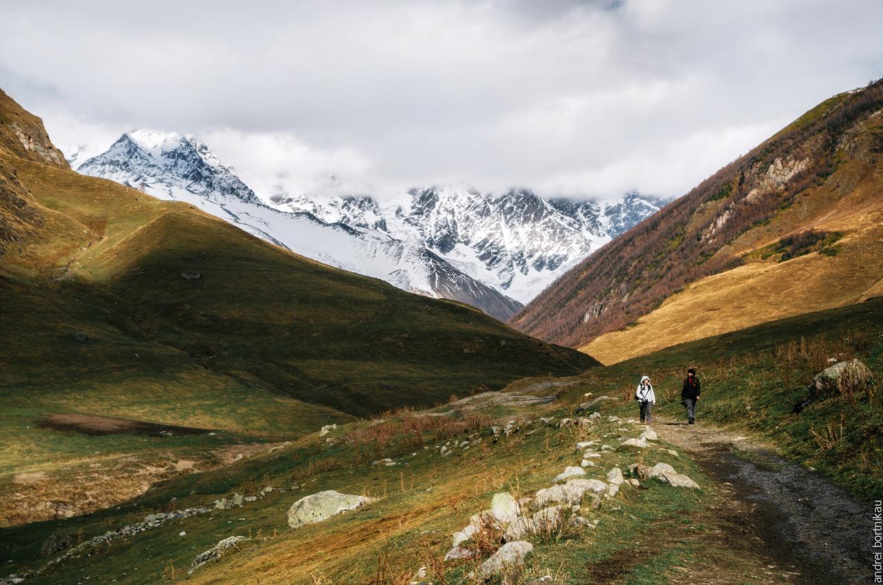 У подножия горы Шхара, Община Ушгули, Грузия