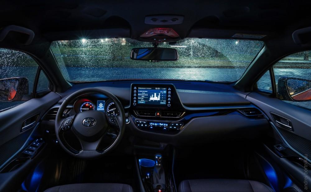 Интерьер Toyota CH-R 2019