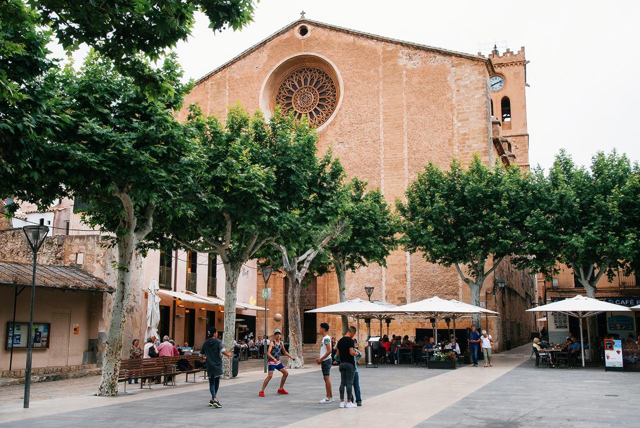 Главная площадь Польенсы, Майорка