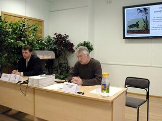 Пресс-конференцию ведут Виктор Фенчук (слева) и Александр Козулин (справа). Фото www.ptushki.org